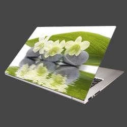 Nálepka na notebook - Biele kvety na kameňoch