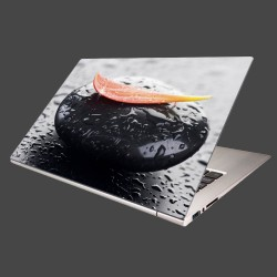 Nálepka na notebook - Kvapka rosy na kameni