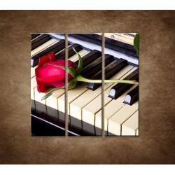 Obrazy na stenu - Ruža na klavíri - 3dielny 90x90cm